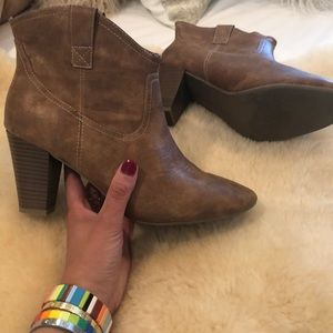 ON pull on boots brown 9 Dicker Dupe